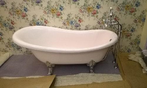 установка отдельностоящей ванны