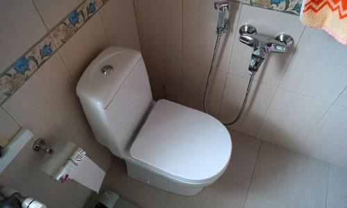 установка унитаза в ванной комнате